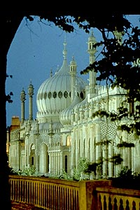 Brighton Pavilion at dusk
